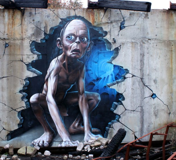 3D-Gollum-Wall-Graffiti-1